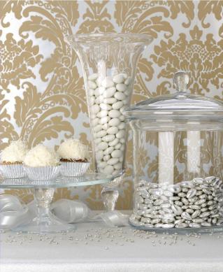 Image courtesy of Grey Likes Weddings
